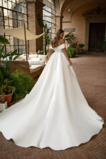 milla-nova-wedding-dress-royal-collection-matilda-z-back